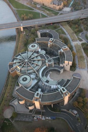 Düsseldorfer Landtag (vom Rheinturm aus aufgenommen)